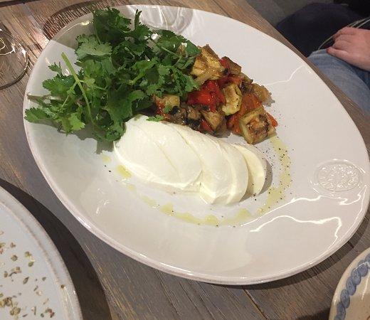 Моцарелла с печеными овощами