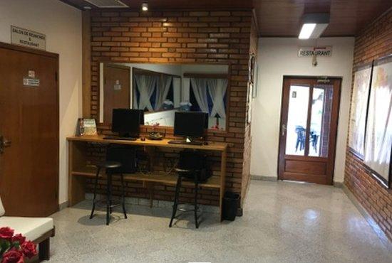 Filadelfia, Paraguay: Parte de la recepción, con ordenadores y acceso gratis a internet