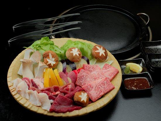 【牛肉・ジビエ肉の溶岩焼き】