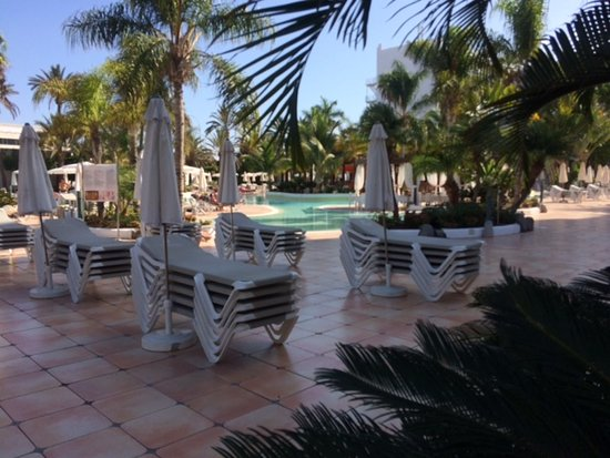 Nice secluded areas near the pool