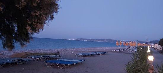 Пляж отеля Sunshine Rhodes. Перед восходом .