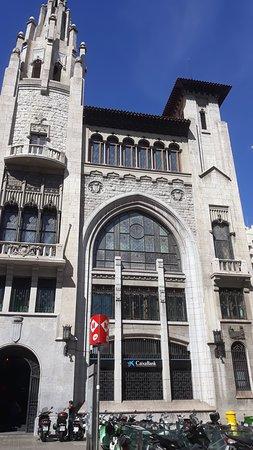 Barcelone, Espagne : Edifici de la Caixa de Pensions