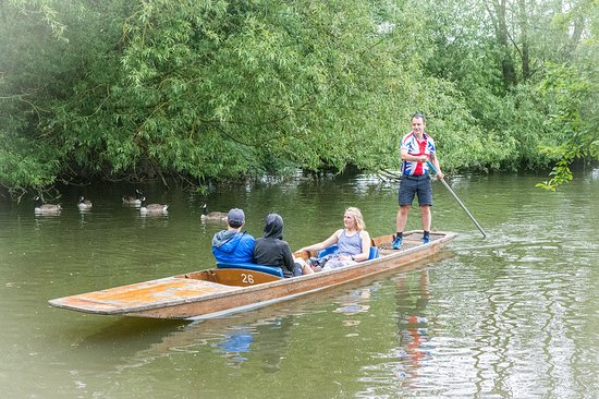 Littlemore, UK: Punting to and from a riverside pub in Oxford one afternoon