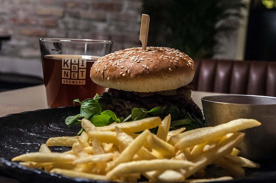 Bacon burger with Kabinet beer