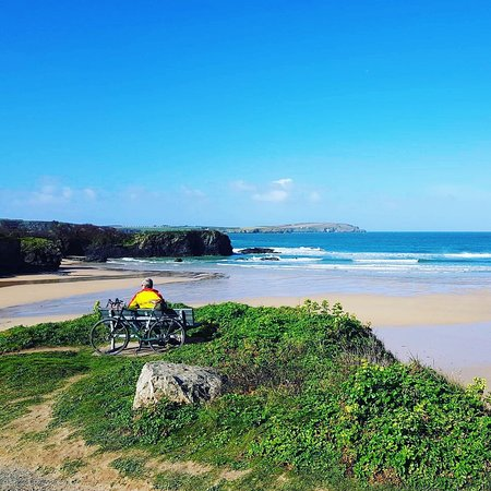 Littlemore, UK: Absolute Bliss - cycling along the Cornish coastline, stopping for a rest above an endless sandy beach