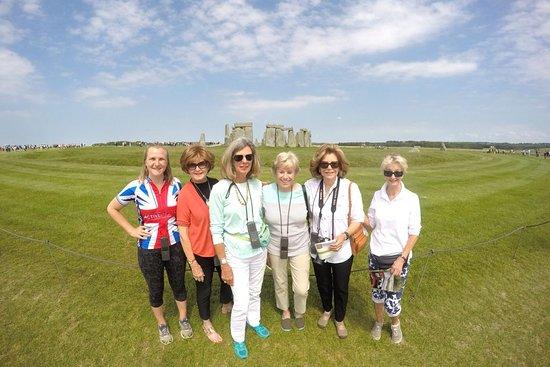 Littlemore, UK: Walking around Stonehenge on our 'Neolithic Day' where we also visit Avebury (Stonehenge but bigger!)