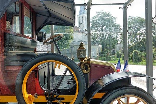 Plan rapproché du taxi de la Marne.