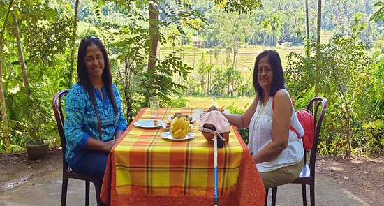 kandy waterfalls Hunters: Tea served with Sri Lankan sweetmeats