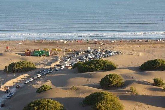 Tres Arroyos, Argentina: muy buena playa y estacionamiento firme