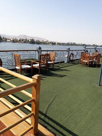 Egypt Nile Cruise: Luxor to Aswan: terraza