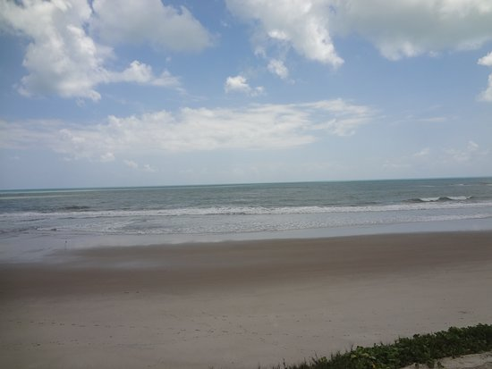 uma bela vista do mar em praia de Oiteiro em Rio Tinto. PB.