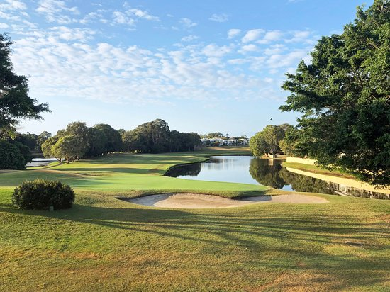 Yaroomba, Австралия: The famous finishing hole from the PGA is now the 9th hole on this famous course.