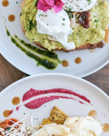 Smashed avocado on toast or the egg white omelet, its hard to choose what to eat for breakfast at Kenza!