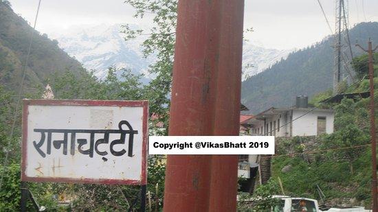 Yamunotri Yatra From Rishikesh: The road up 15 kms last is full of small localities Chattis  Siyana chatti, Rana Chatti, Phool Chatti, Hanuman Chatti.......fionally at top Janaki Chatti.