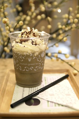 Having a busy &stressful day? Then you definitely deserve a sip!  Enjoy nana's green tea's hojicha chocolate crunch frappe, made from the best quality hand-picked green tea leaves of Uji, Kyoto!  This will surely make your day!  (Exclusively for Japan Food Town, Wisma Atria outlet only!)