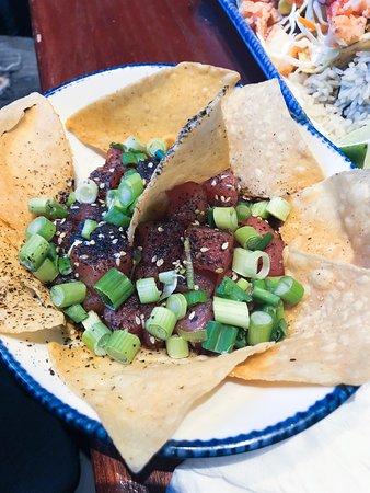 Poké tuna nachos