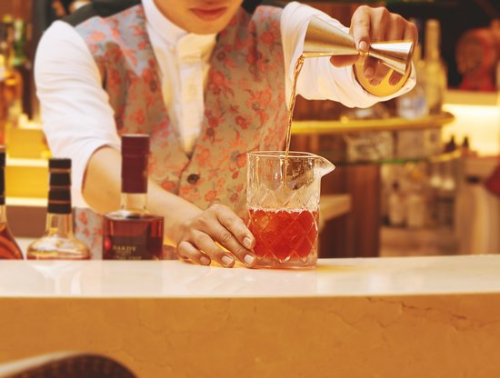 Cocktail Making Class: Unlock the secrets behind mixology with personalized cocktails-making classes! Our expert bartenders will personally show you step by step how to make three awesome cocktails! Daily at Mix Bar, from 5 PM to 7 PM.
