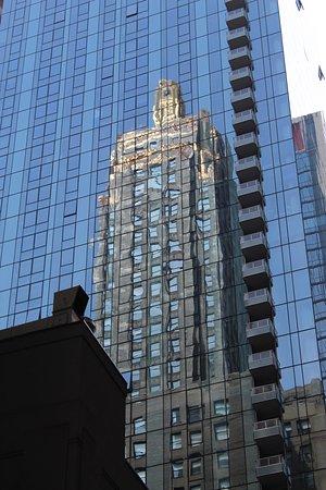 Excursão a pé por Chicago: Arranha-céus Art Deco: Nice reflection.
