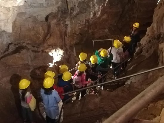 Nella grotta con le nostre guide