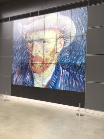 Van Gogh Museum Ticket in Amsterdam: Picture of the lobby