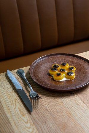 Pomme de terre cuite au foin, Caviar de Neuvic et gelée iodée