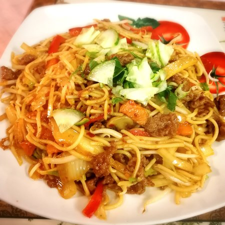 Fried rice noodle with beef and vegetables