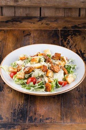 Классический популярный салат, с фирменной заправкой