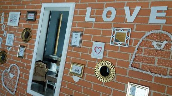 Moimenta da Beira, Portugal: parede do amor