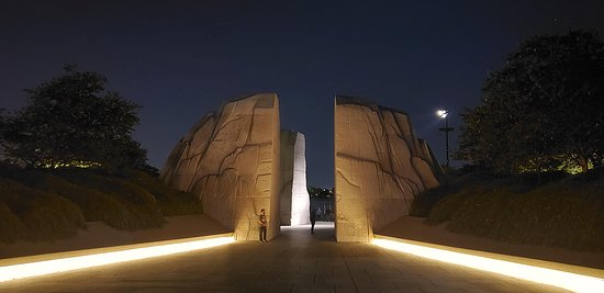 Washington DC Guided Night Tour: Walking into the Dr. Martin Luther King Memorial.