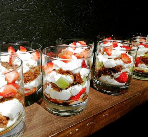 Нежнейший десерт с маскарпоне и свежими ягодами понравится  всем сладкоежкам.
