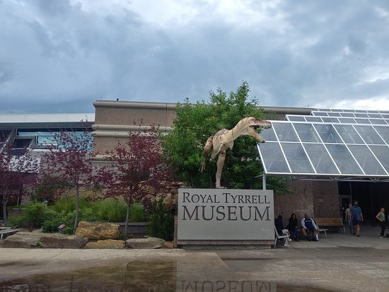Royal Tyrrell Museum: Front entrance