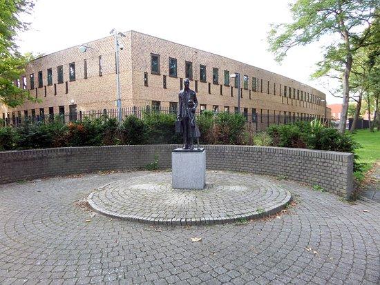 Monument voor het ondergedoken kind