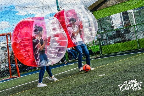 Fútbol Burbuja 🇨🇴️⚽🚶♀️😂 @Bumperzcolombia #BulevarNiza #FútbolBurbuja #YoSoyBumperz #Alegría #Felicidad #Cumpleaños #Celebración #FutbolBurbuja #Entrenamiento #Deporte #Caida #Bogotá #Fotodeldia #Colombia #Bolas #Burbujas #Increible #Gol #Choque #BubbleSoccer #FutbolBurbujas #FutbolBurbujaBogota #Bubbleball #Bubblefootball #BumperzColombia #LosGalacticosFC
