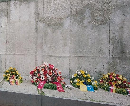 Belfast Cab Tours: Memorial