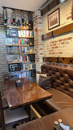 Butuan, Filipinas: Cozy nook for bookworms