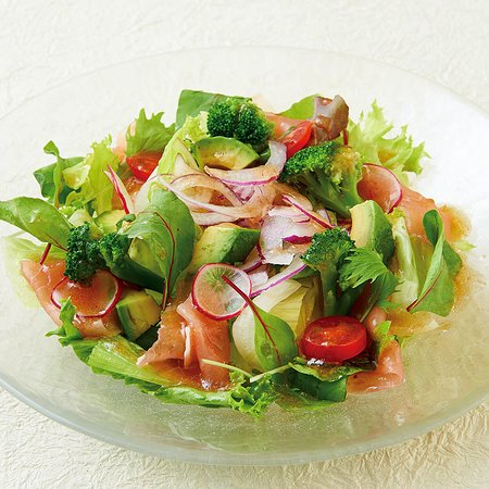 アボカドと生ハムのグリーンサラダ