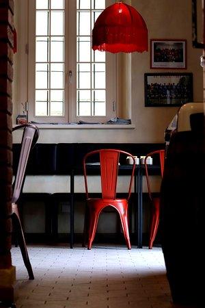Sorbolo, Italia: Arredie locali nuovi ma con il gusto di casa. Al bar Pippo , ritrovi l'atmosfera dei bar di una volta, ma con un tocco di modernità e design old school. Vogliamo farti sentire in famiglia, sempre.