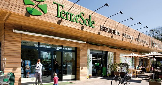 La cucina del Terra&Sole si trova in fondo al negozio omonimo.