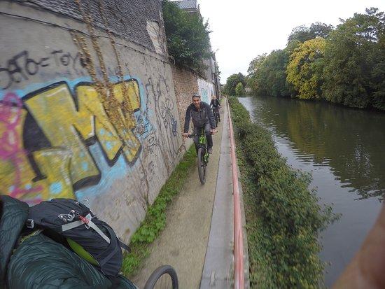 Guided Biking Tour in Ghent: Langs het kanaal