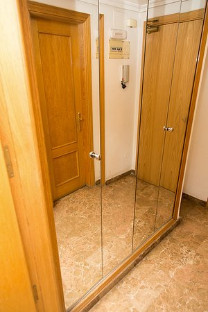 Mirror & closet