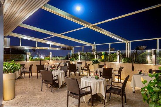 La nostra terrazza ristorante di notte