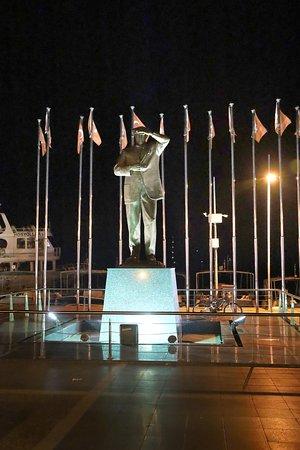 Мармарис памятник Мустафе К. Ататюрку