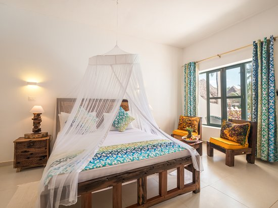 Deluxe sea view and pool view room