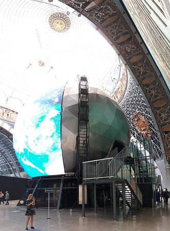 Павильон Космос реально удивил масштабом и исторической атмосферой