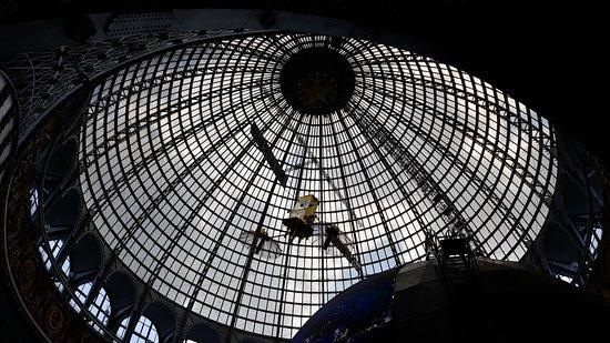 Внутренние цельнометаллические конструкции исторического павильона Космос