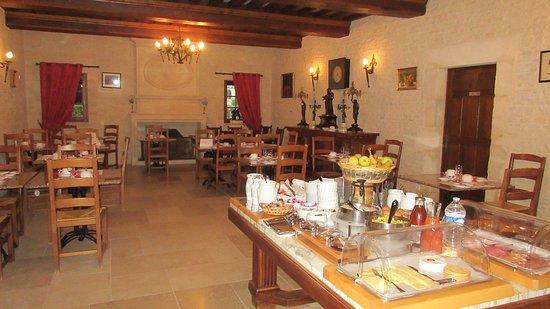Breakfast room in secondary location.