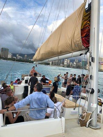 Waikiki Sunset Cocktail Sail with Open Bar: A fun group and a fun crew