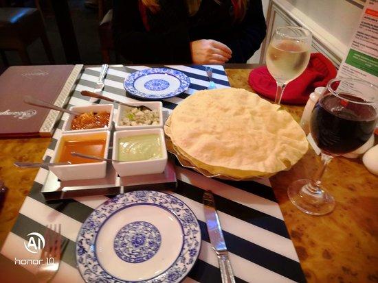 Poppadoms and chutney tray (on the house)
