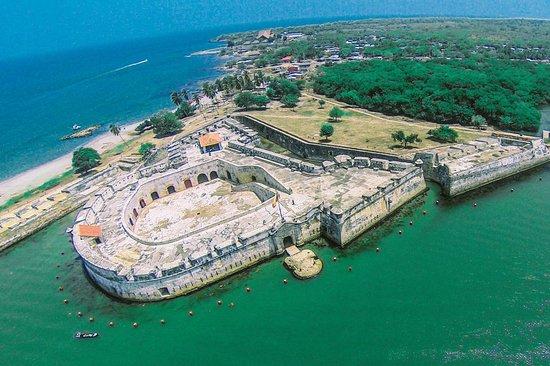 Discover Bocachica - Beach & Fortresses