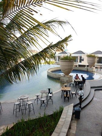 restaurant near to swimming pool